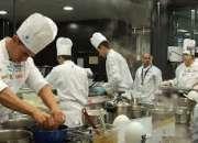 Urgen camareros, cocineros y ayudantes para empresas del sector de la restauracion