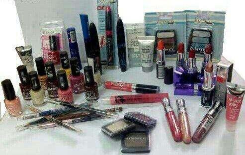 Lote 150 cosmeticos 75 euros