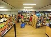 dependiente de librería (028)