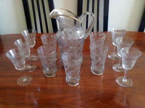 Vendo muy barato juego de jarra y 6 vasos tallados