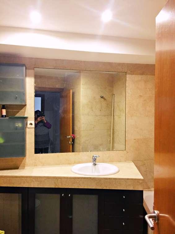 Baño: revestimientos de mármol